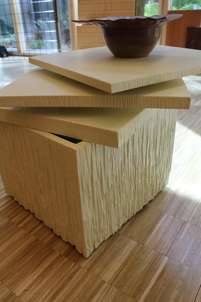 table basse bois texturé et laqué